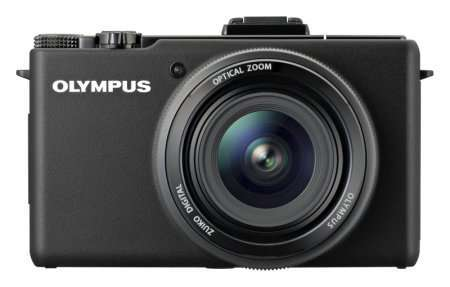Olympus розробляє першу в світі компактну камеру з обєктивом ZUIKO